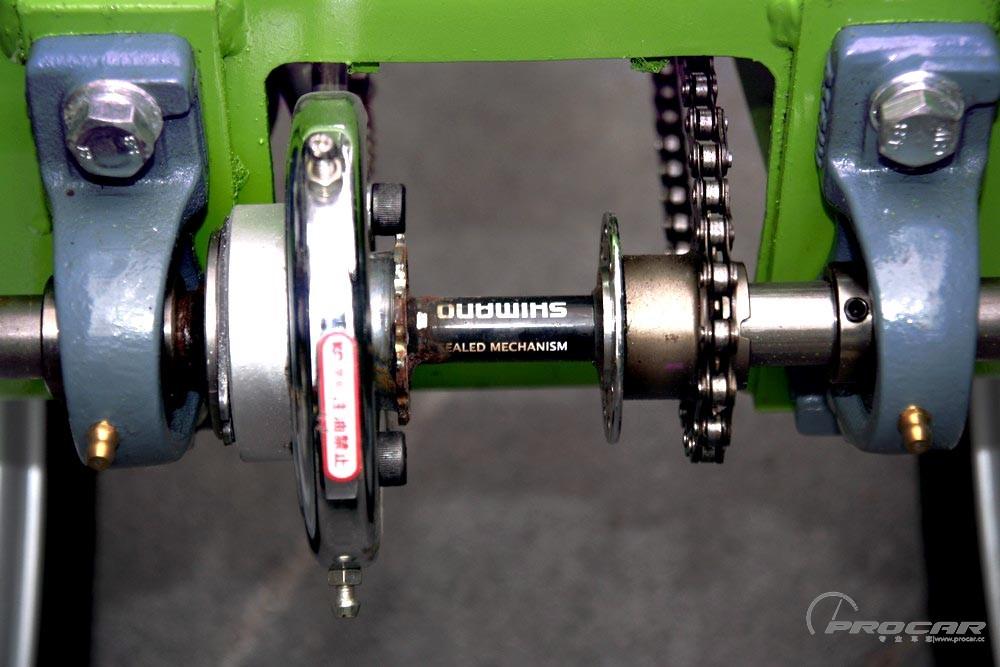 链条传动,刹车及车轴使用shimano自行车组件