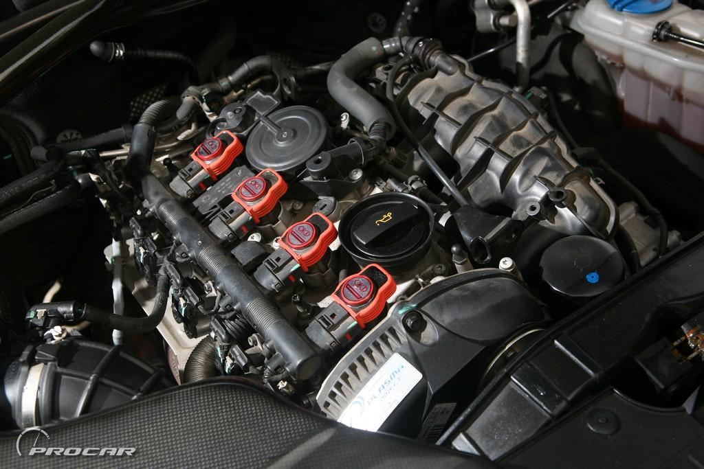 追求动力的提升也是车主没有忽视的一个环节,并且在MTM广州站的建议下选择刷了MTM 2阶电脑。目前马力能达到290匹,390N.m,MTM所使用的电脑程序是根据每辆车的车架号而独有的一套程序,不同车架号即使改装风格全部一样,但却不能两辆车使用同一个独有的电脑程序。并且会根据不同改装的情况下而选择定制电脑程序,而在有改装升级只需要提供车架号后6位数就可能查找到所使用的电脑程序从而进行调教。在排气系统上也更换了FAG头段,中段排气则是自己DIY,排气系统中的尾鼓是统一在外观之下的且为了享受排气声浪的享受,