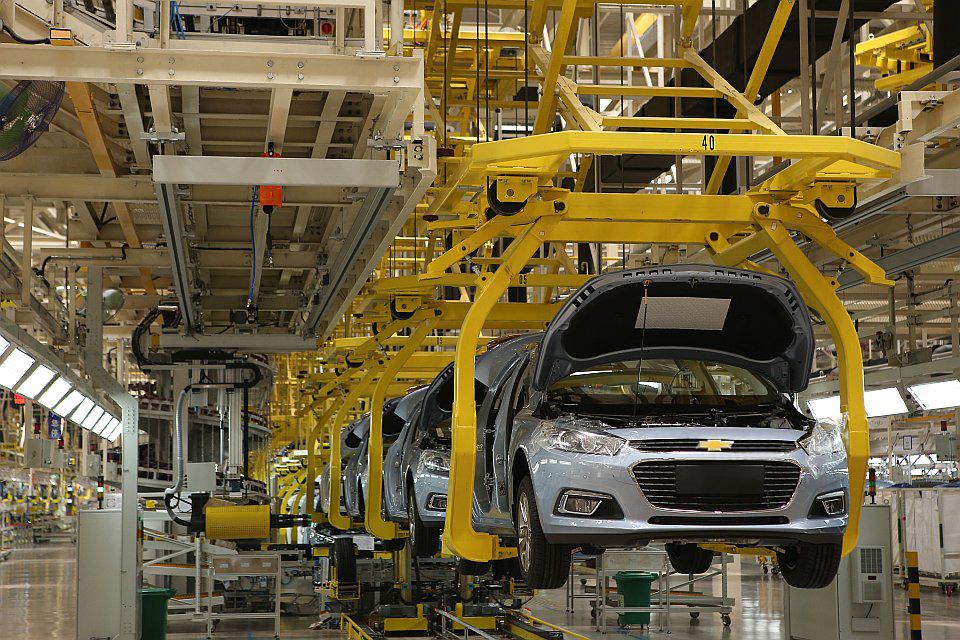 """""""亲眼见证了一台汽车从一块钢板,通过冲压,焊接,装配等环节成型的过程"""